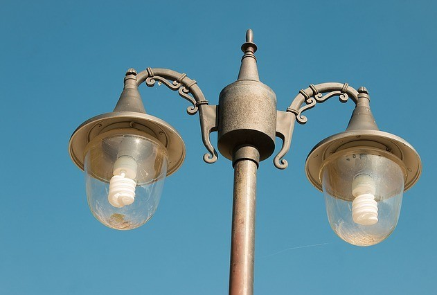 outdoor post light with compact fluorescent lamps